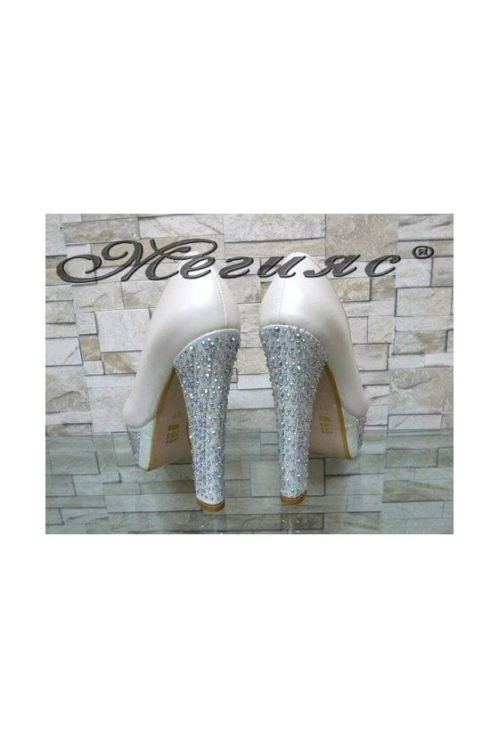 Дамски обувки на ток бели 008855