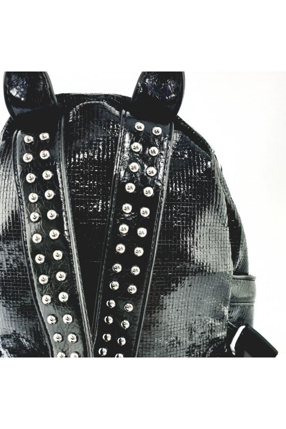 16348 Дамска раница черна от текстил с лъскаво покритие
