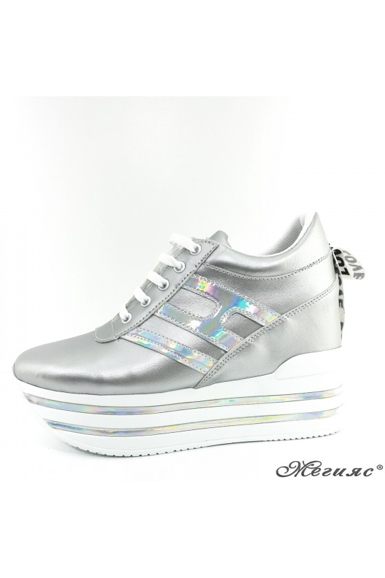 2389 Lady sports shoes silver pu