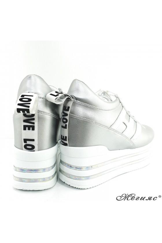 Дамски обувки спортни  на платформа сребърни еко кожа 2389