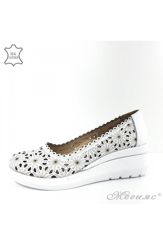 Дамски обувки на платформа бели от естествена кожа
