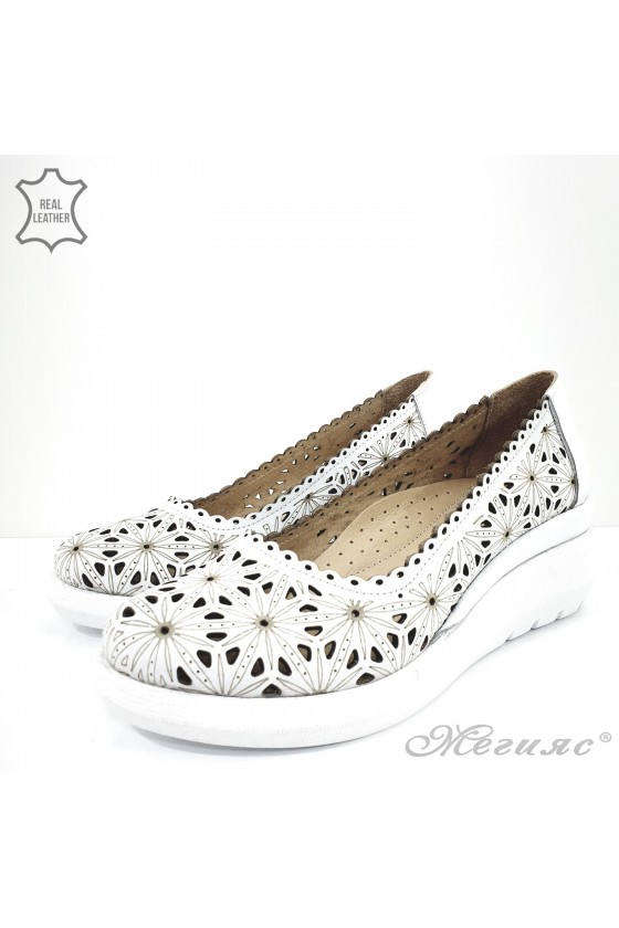 Дамски обувки на платформа бели от естествена кожа 422-27