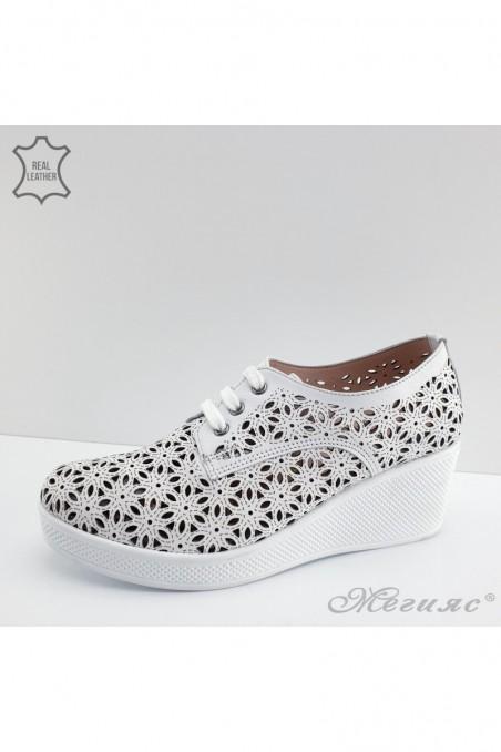 131 Дамски обувки бели от естествена кожа
