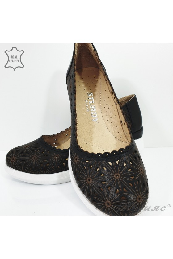 422-27  Lady shoes  black leather