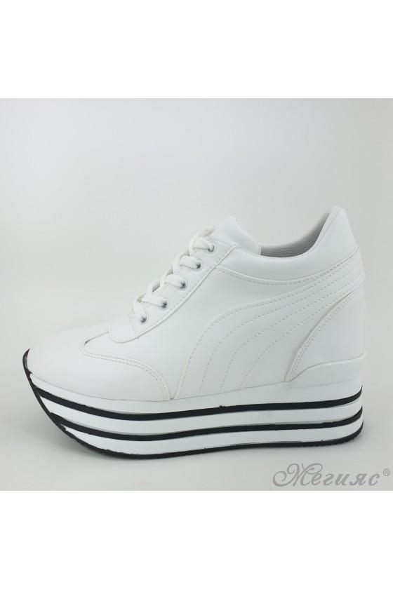 Дамски обувки на платформа спортни бяла еко кожа  2389