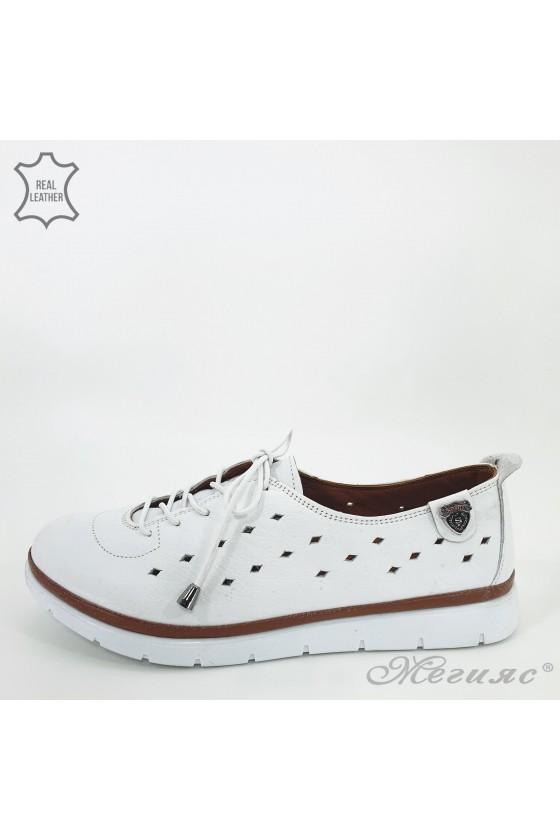 035 Дамски спортни обувки бели естествена кожа перфорация