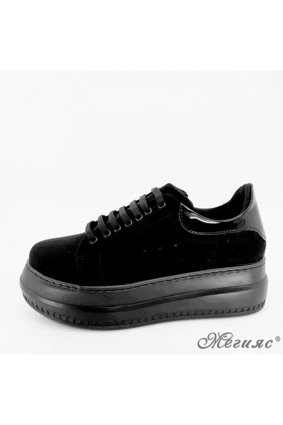 058 Дамски обувки спортни черен набук с лак