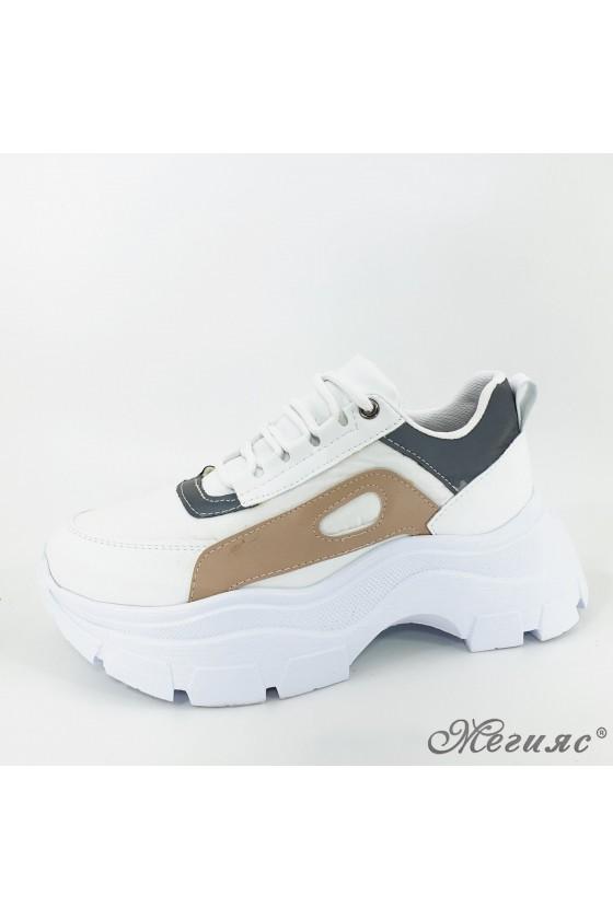 3040 Дамски обувки спортни бяло с бежово от еко кожа