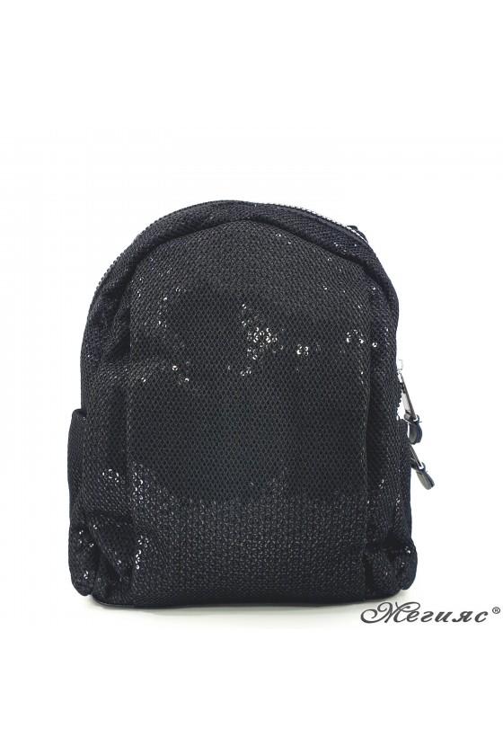 16466 Дамска раница черна от текстил