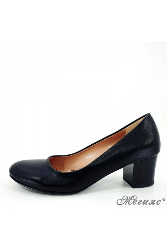 Дамски обувки на ток черни 903