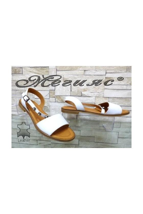 502/221 Дамски сандали бели от естествена кожа