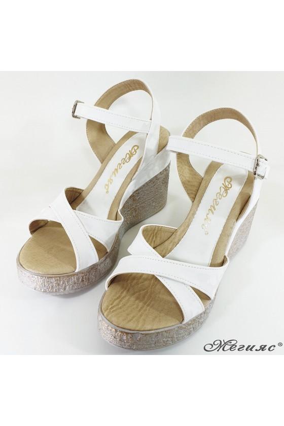Дамски сандали на платформа бял камуфлаж 2005