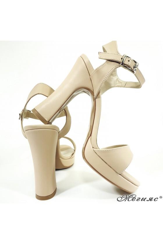 Дамски сандали на ток бежови 501