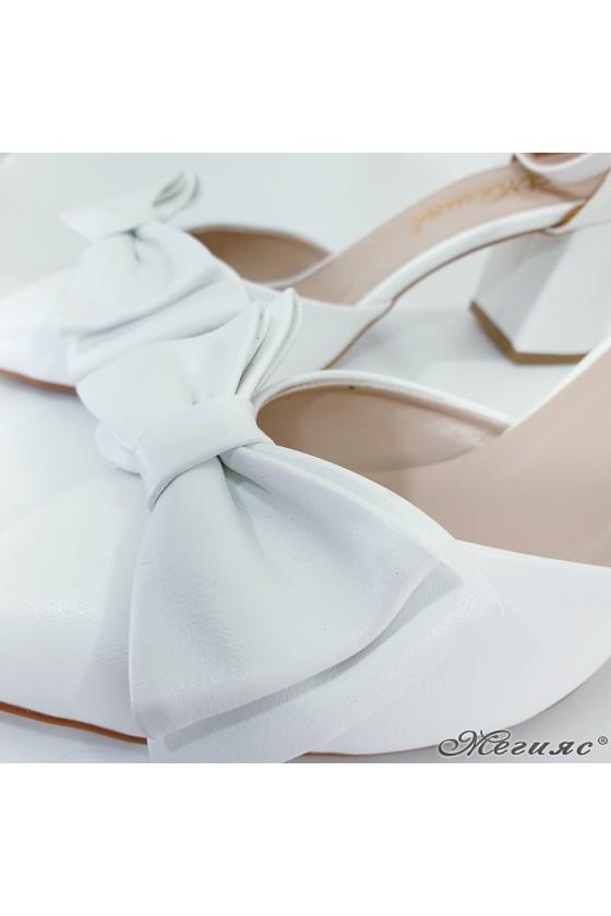 Дамски сандали с панделка бели 549