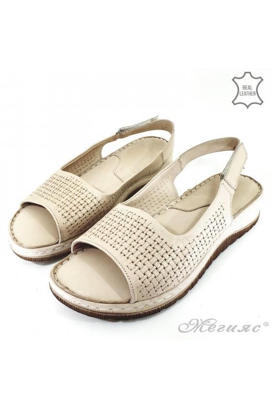 Дамски сандали от естествена кожа бежови 235