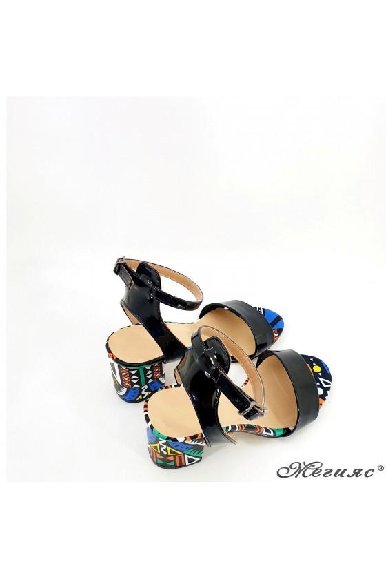Дамски сандали черни с шарено 500