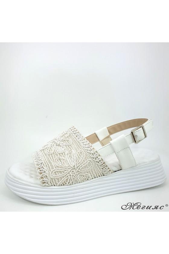 Дамски сандали бели 12135