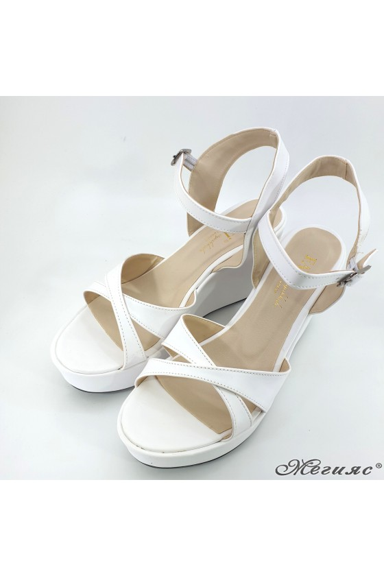 Lady sandals white 601