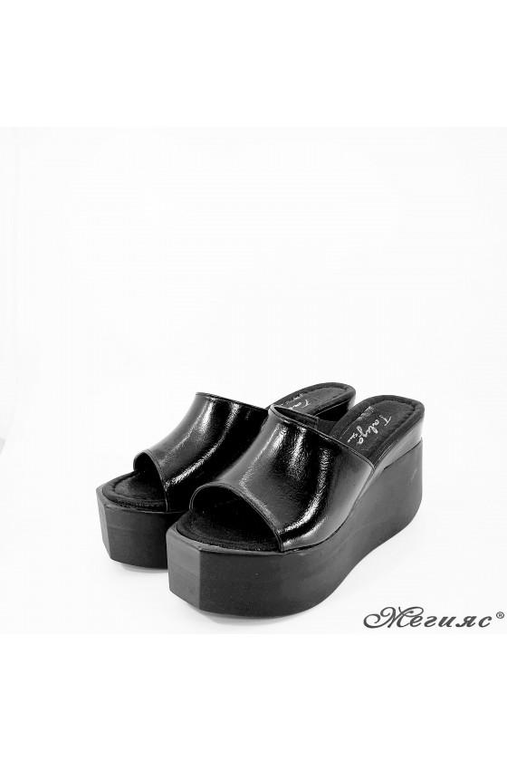 Дамски чехли на платформа черни 432
