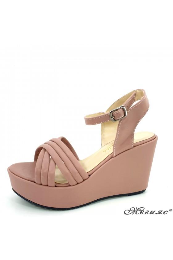 Lady sandals 600