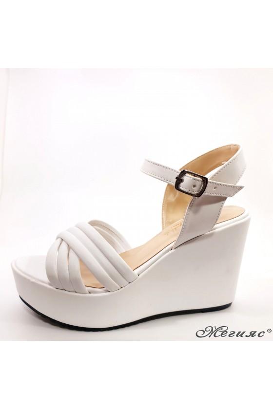 Дамски сандали бели 600