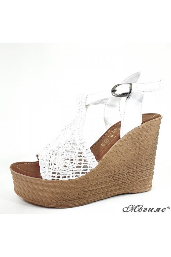 Дамски сандали oт текстил бели 2202
