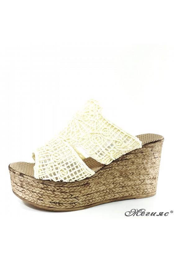 Дамски чехли oт текстил бели 405