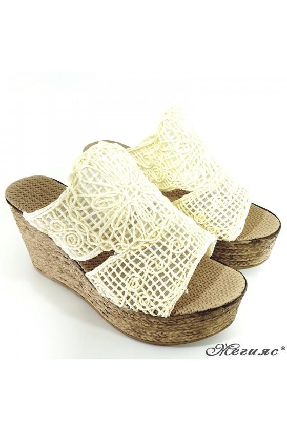 Дамски чехли oт текстил бeжови 405