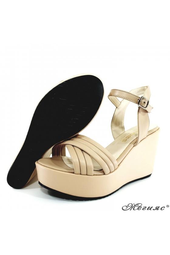 Дамски сандали бежови 600