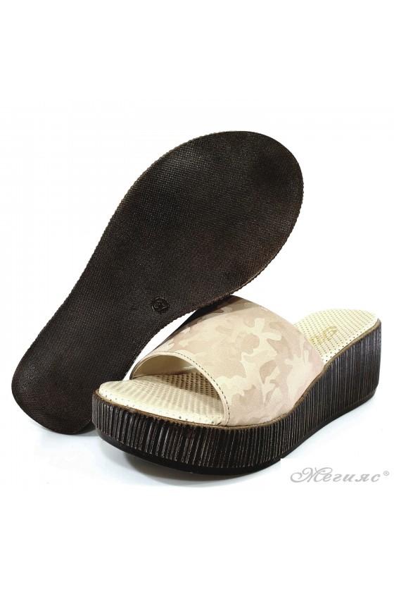 Дамски чехли на платформа бежов камуфлаж 411