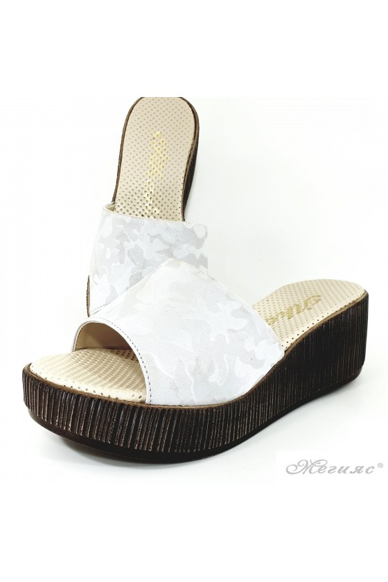Дамски чехли на платформа бял камуфлаж 411