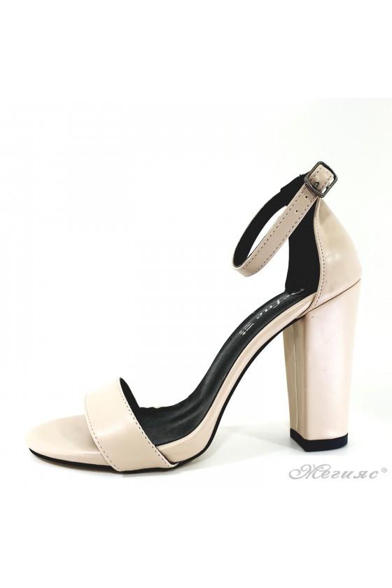 Дамски сандали бежови 110