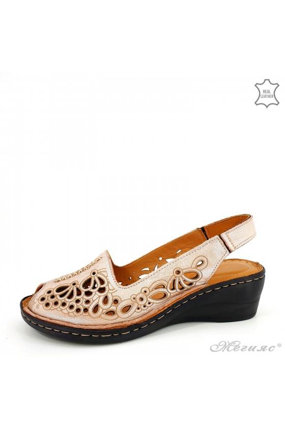 Дамски сандали от естествена кожа пудра промазано 2031-108