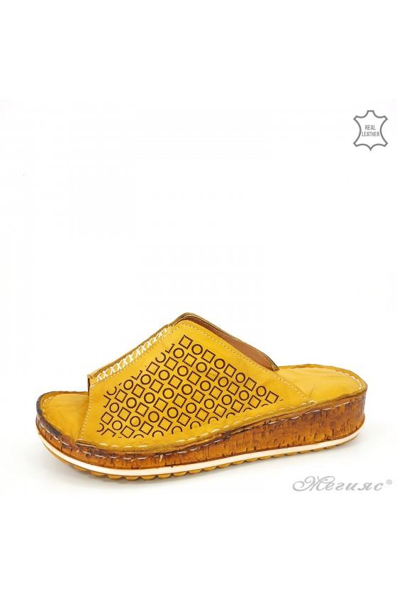 Дамски чехли от естествена кожа горчица 204