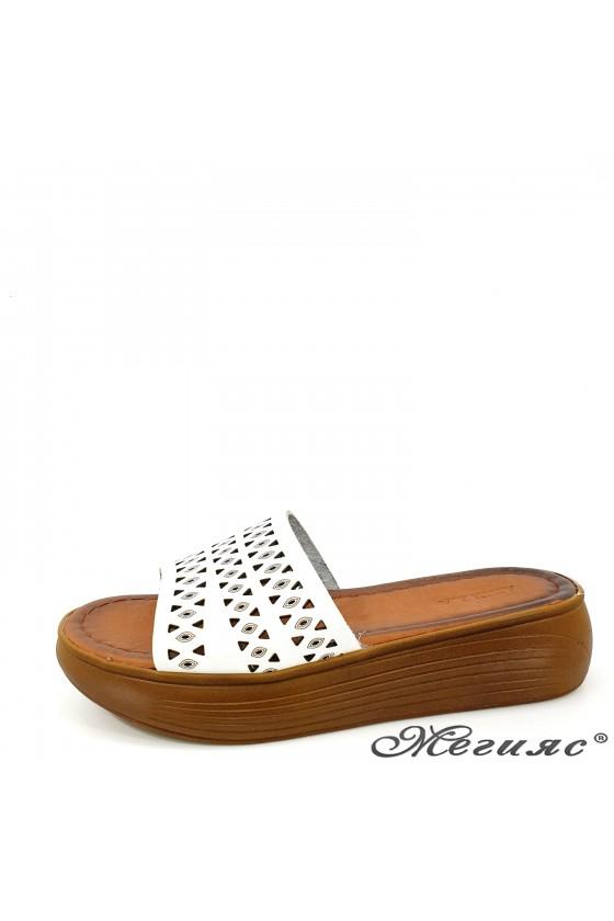 Дамски чехли от естествена кожа бели 500
