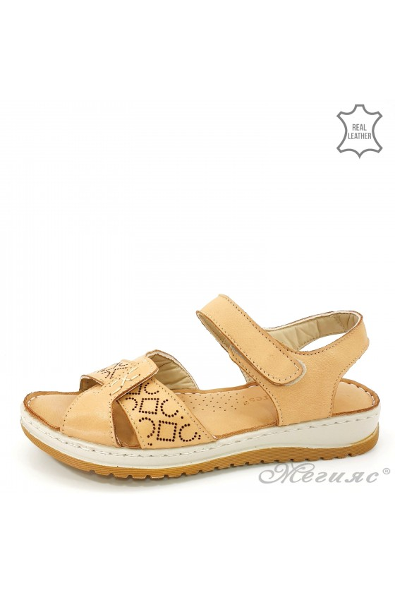 Lady sandals beige leather 178