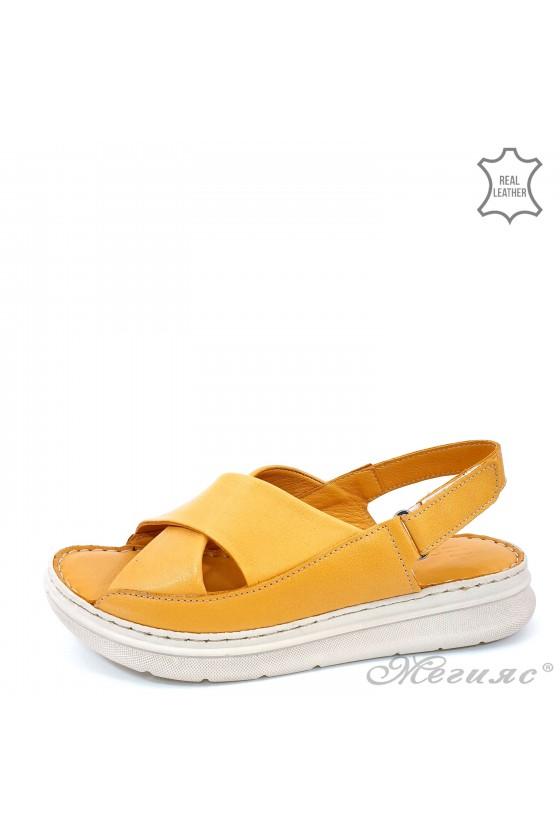 Дамски сандали от естествена кожа горчица 462