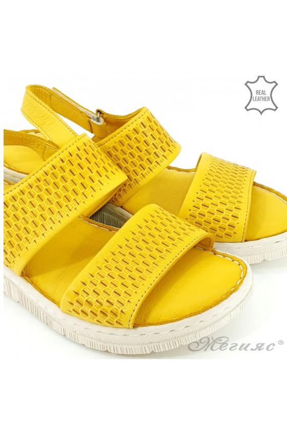 Дамски сандали от естествена кожа жълти 239