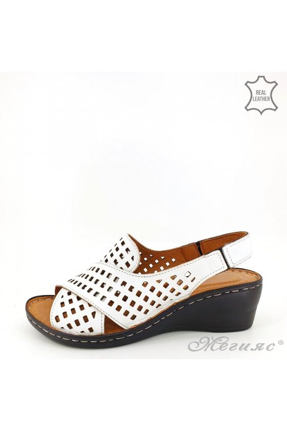Дамски сандали  XXL на дупки от естествена кожа бели 2014-05
