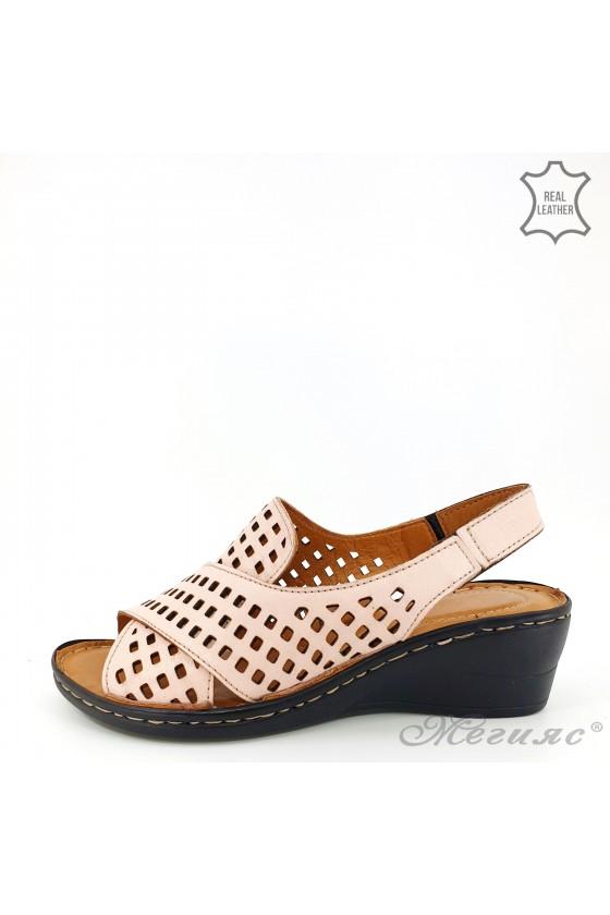 Дамски сандали XXL на дупки от естествена кожа пудра 2014-09