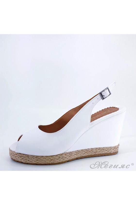Дамски сандали бели 116
