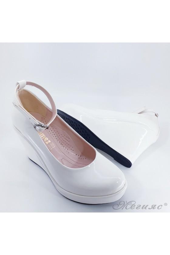 Дамски обувки на платформа от еко лак бели 0215
