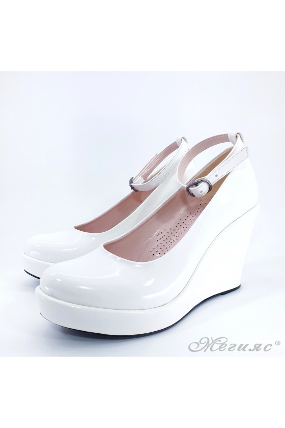 Дамски обувки от еко лак бели 0215