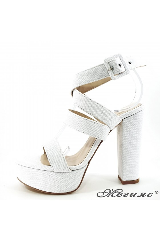 Дамски сандали на дебел ток бели 470