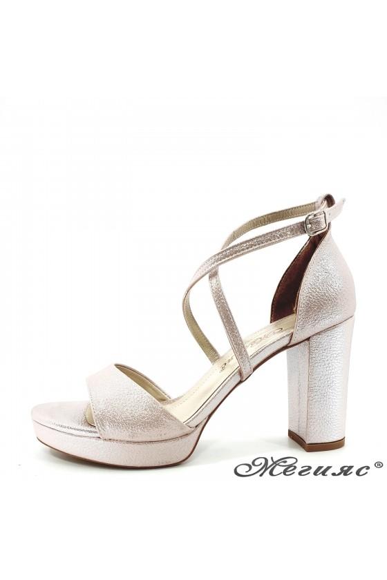 Дамски сандали пудра 172