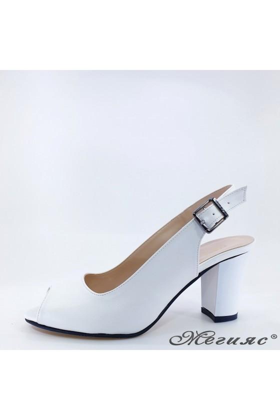 Дамски сандали бели 88