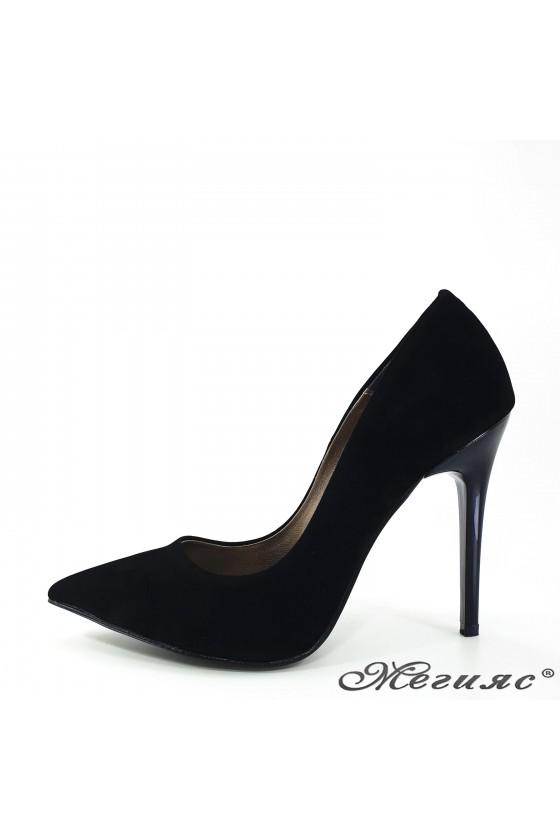 Дамски обувки черни еко велур елегантни остри висок ток 423