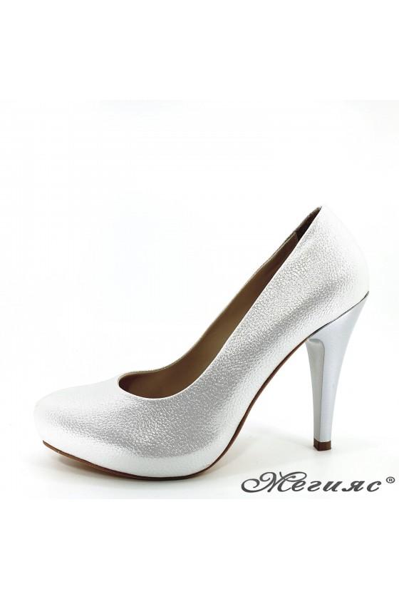 Дамски обувки от промазана еко кожа бели 218-1