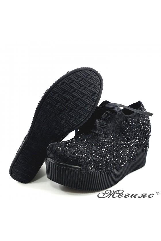 Дамски обувки на платформа с дантела черни 512-07