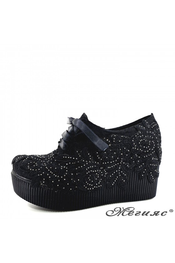 Lady platform shoes black...